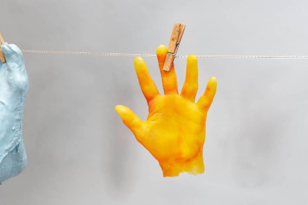 kunst - Ingrid Slaa - beeld - voeten - handen - siliconen