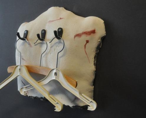 Ingrid Slaa l beeld - gips - back - titel past l sculpture - plaster - back - title past