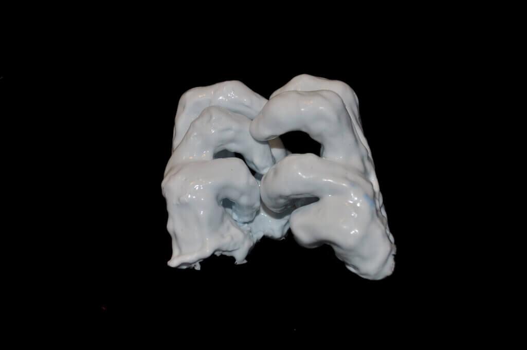 Ingrid Slaa l beeld - siliconen - handen - titel verhalend l sculpture - silicon - hands - title telling